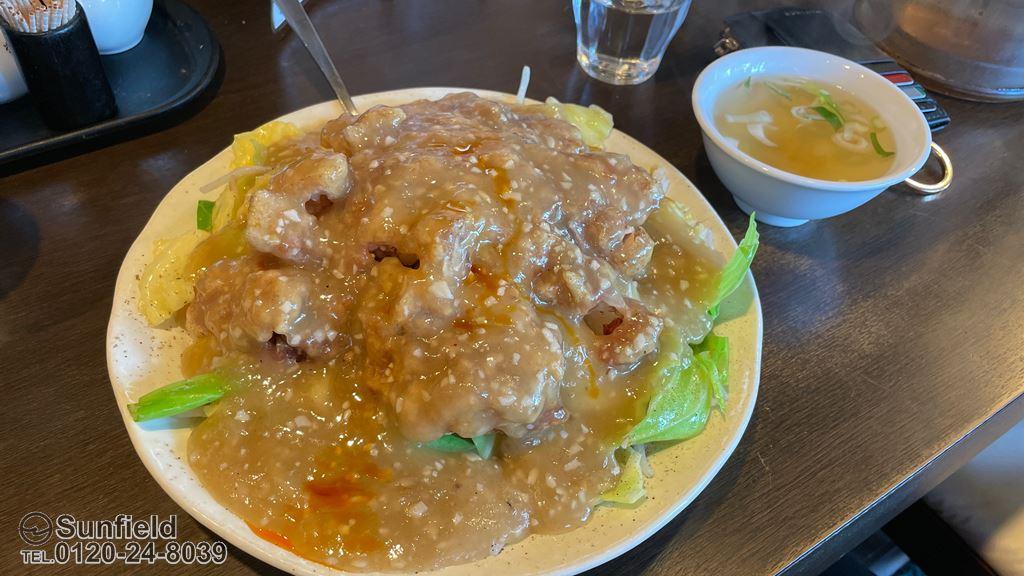 俵飯の日替りランチ:鶏唐ニンニク塩ダレ飯 ¥1,200(税込)